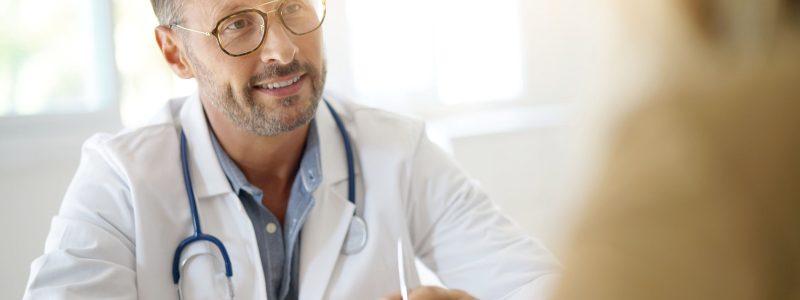 Médico esteticista não é cirurgião plástico