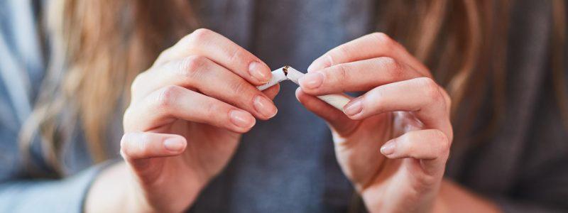 Por que parar de fumar antes de uma cirurgia plástica?